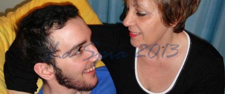 Che faccio lo butto mio figlio lo sfogo della madre di - A letto con mio figlio ...